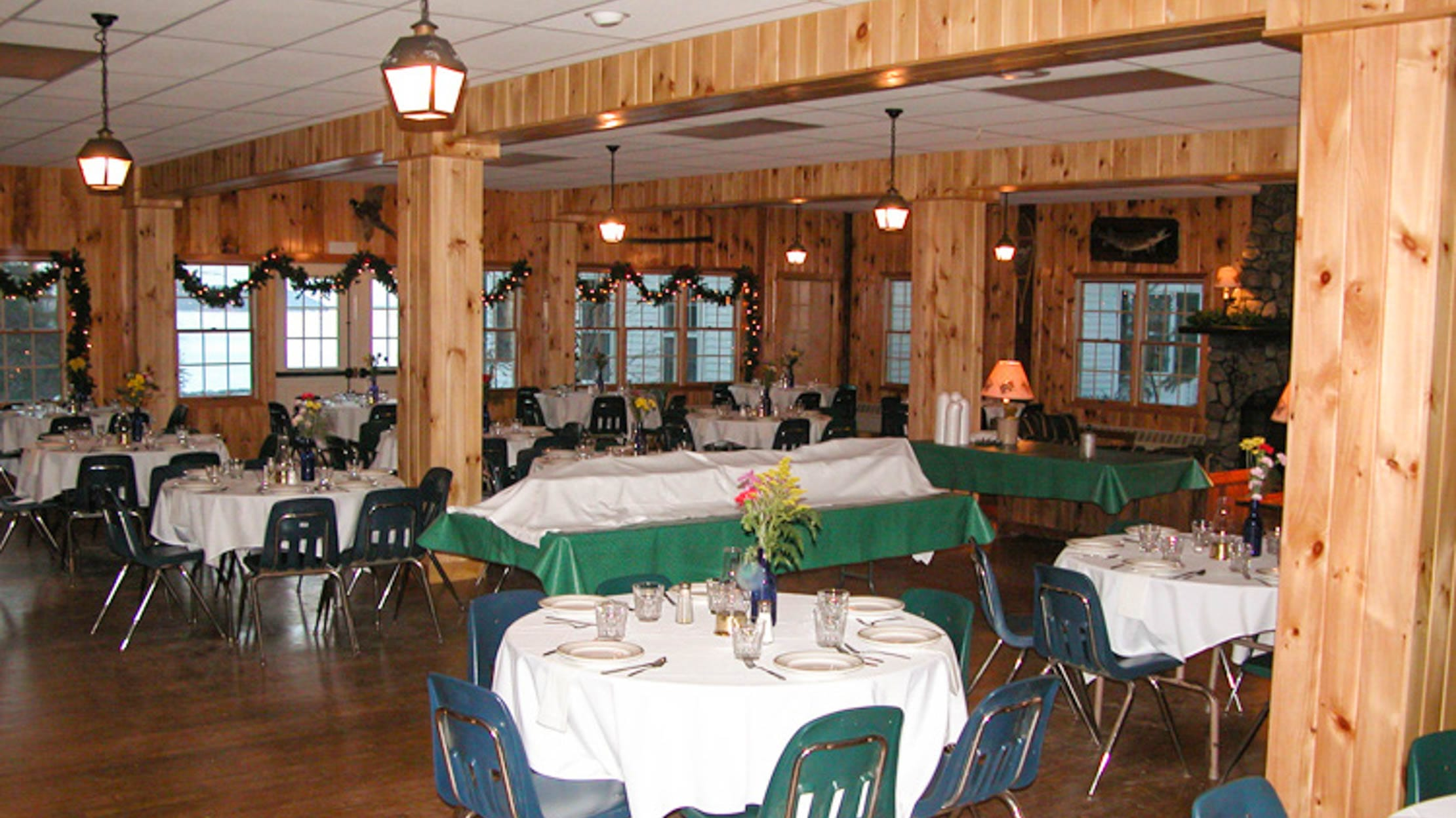 Brookwoods dining hall with table cloths
